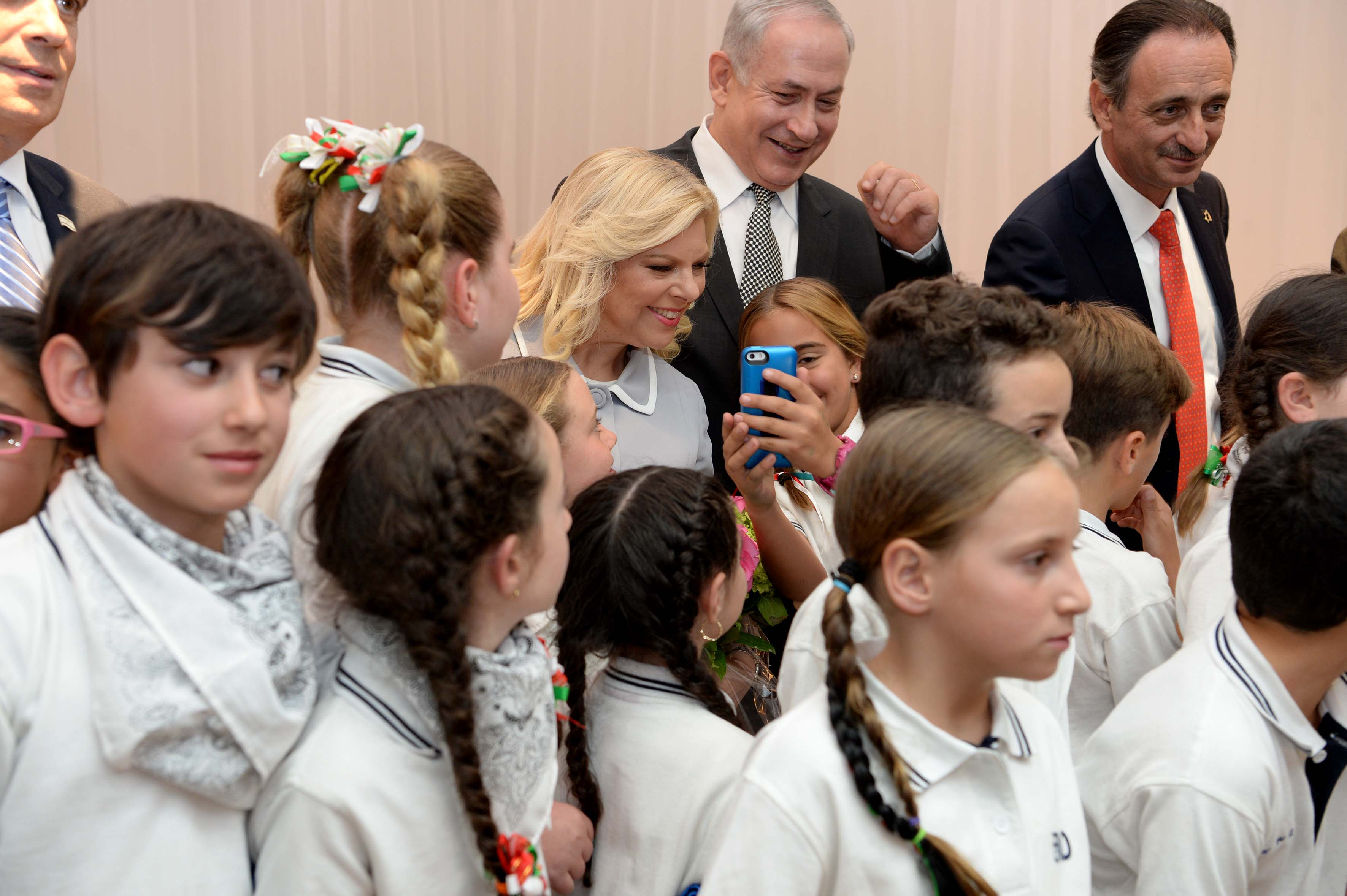Prime Minister Benjamin Netanyahuand wfie Sara at an event for the Jewish community in Mexico City, September 14, 2017. AVI OHAYON - GPO