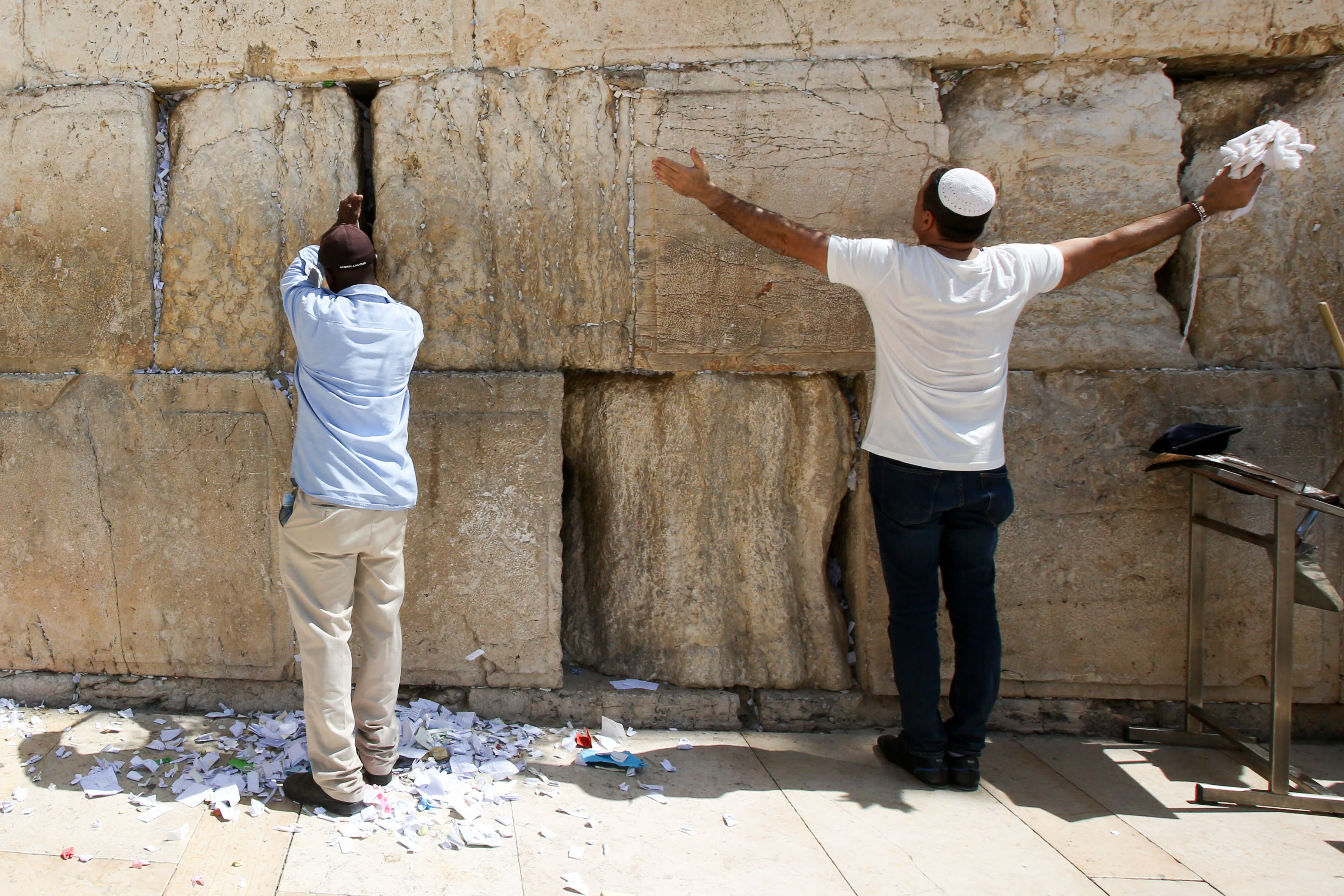 Wall Photo in pictures: prayers and renewal at the western wall before rosh
