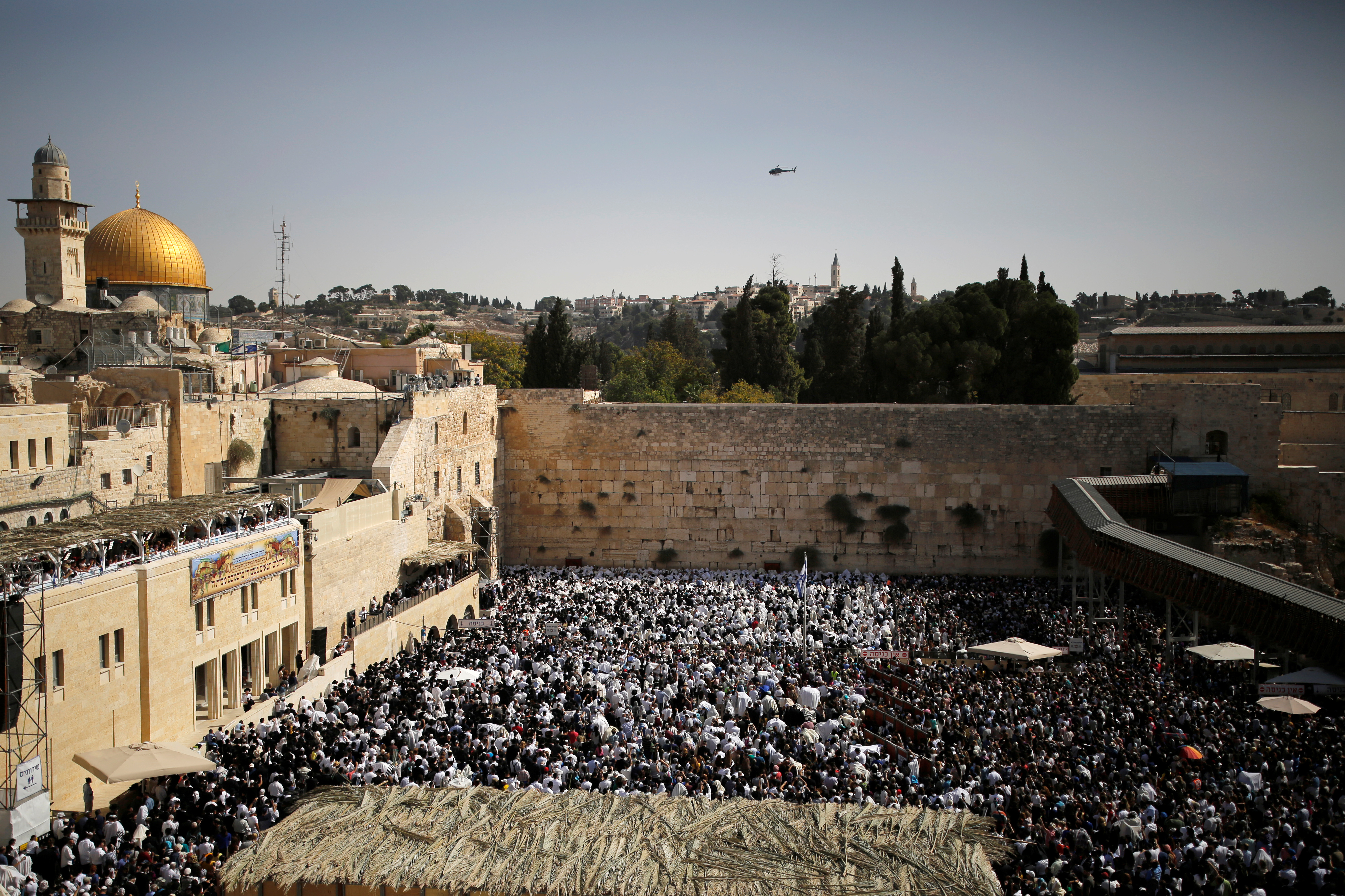 Israel closes off Ibrahimi Mosque to Muslims and Palestinians