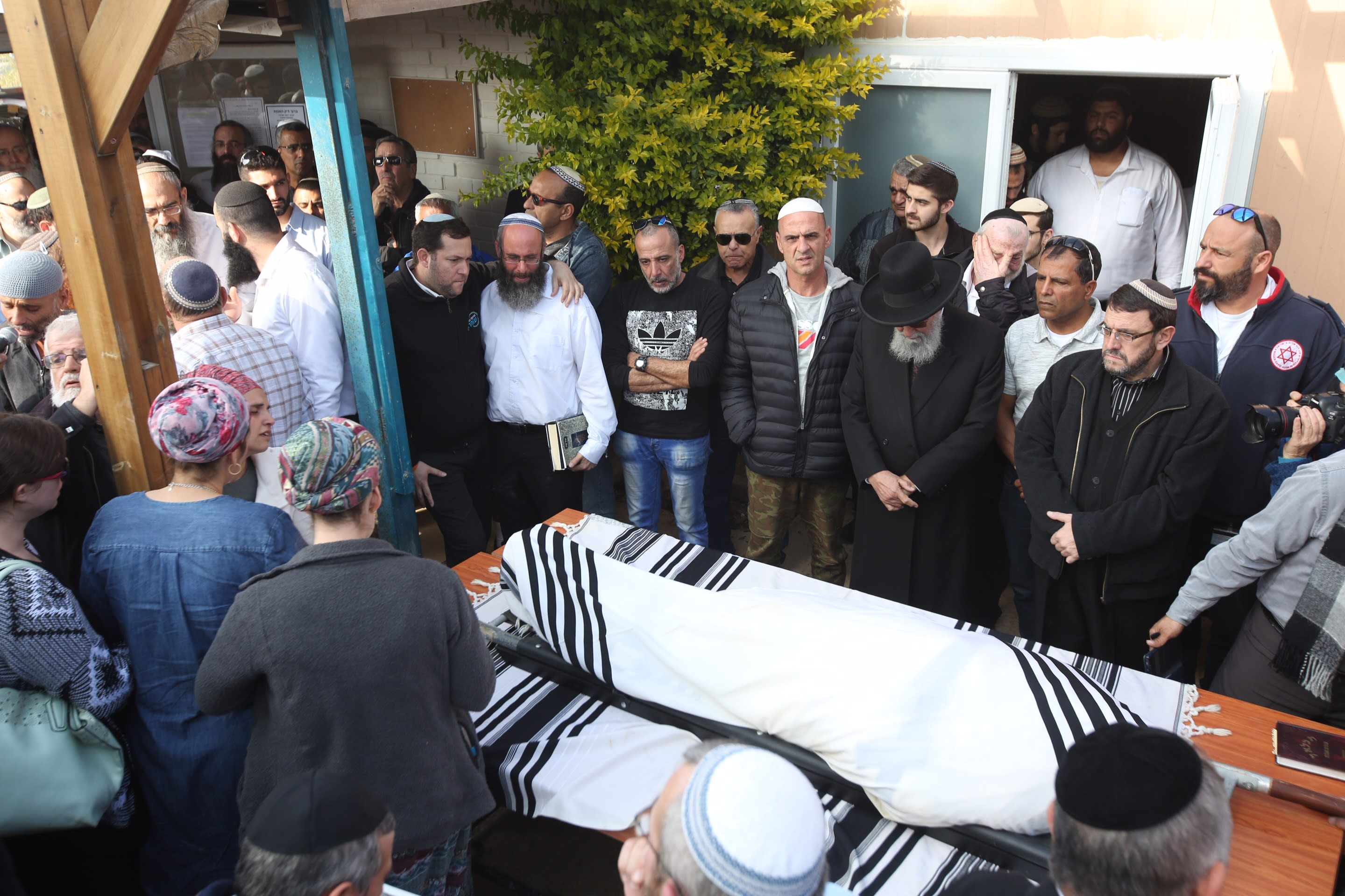 Funeral of Rabbi Raziel Shevach, murdered in West Bank terror attack shooting, January 10, 2017. (MARC ISRAEL SELLEM)