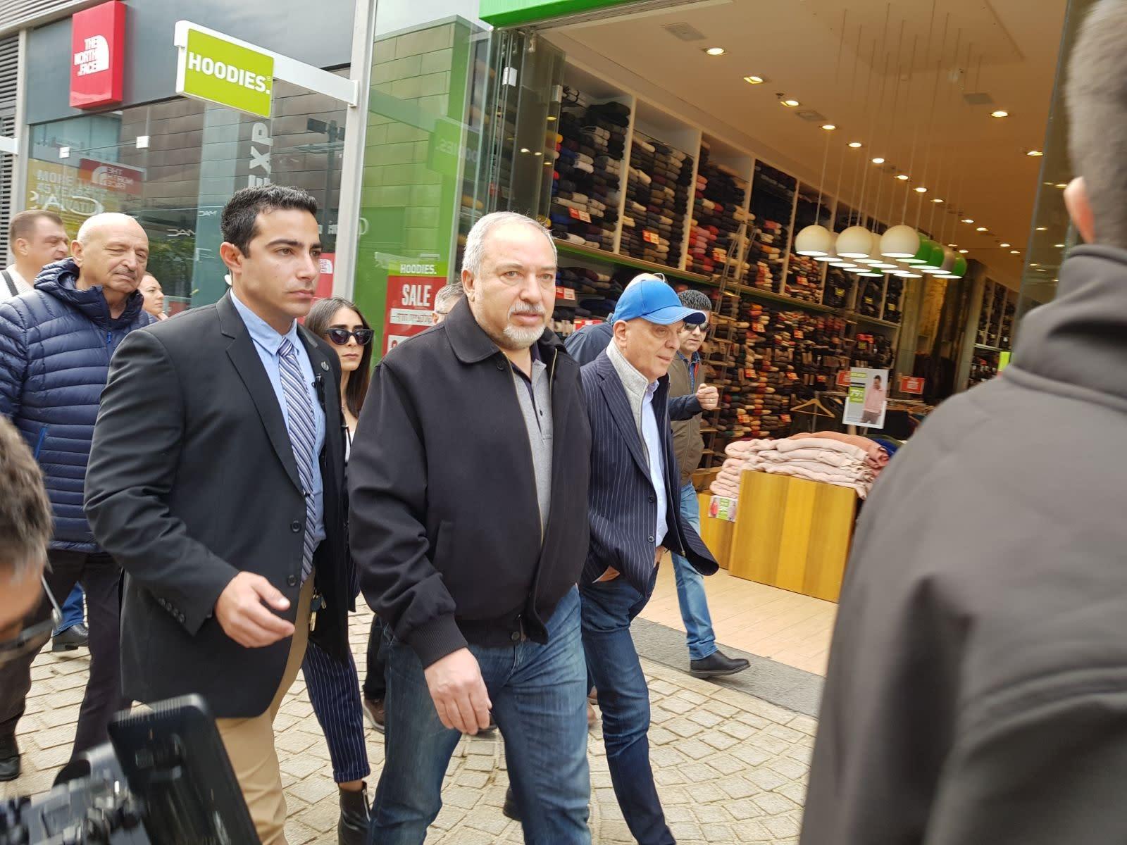Defense Minister Avigdor Liberman in Ashdod, January 20, 2018 (Courtesy)
