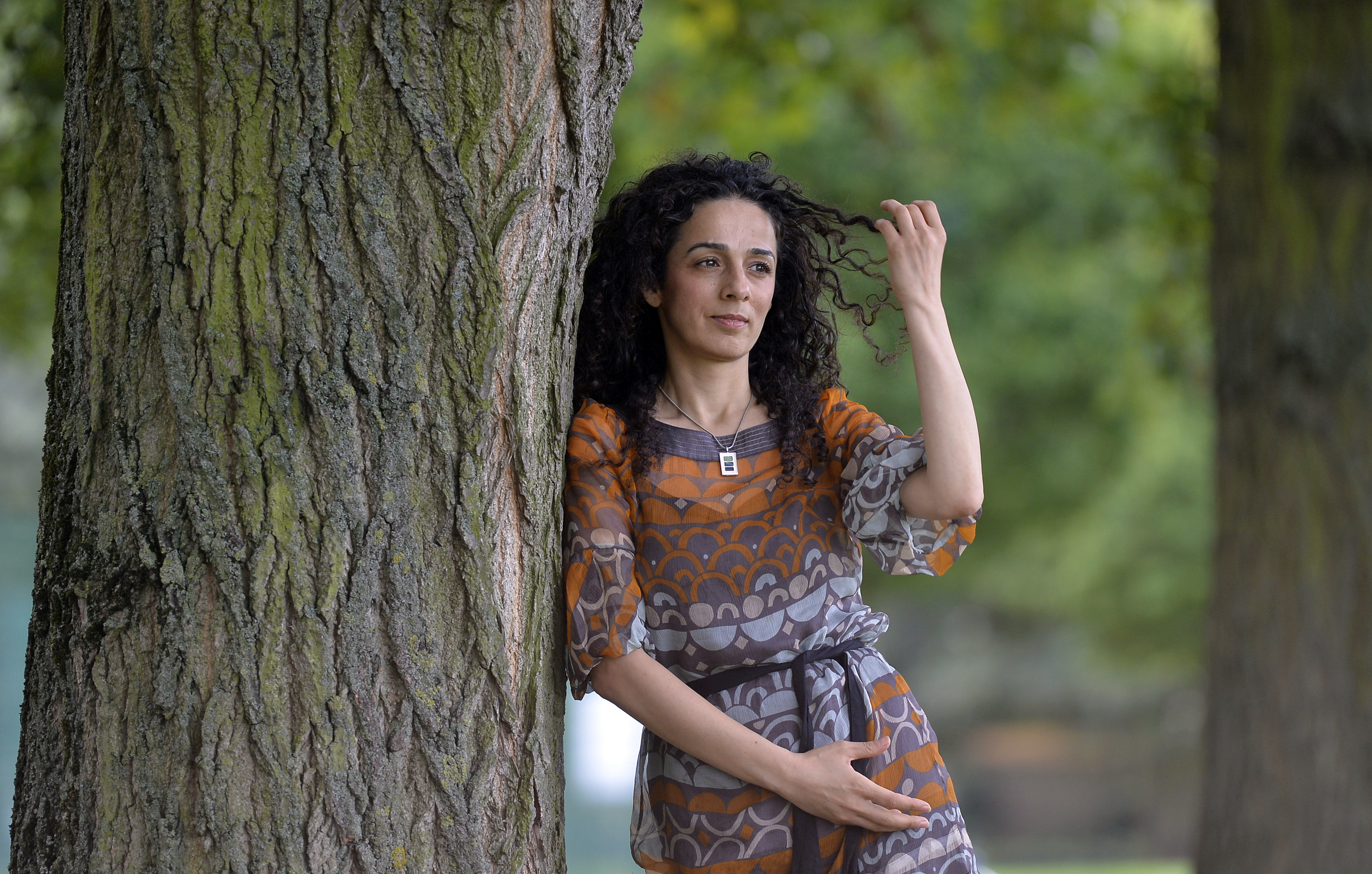 Masih Alinejad, a Britain-based Iranian journalist, poses for a portrait in London October 8, 2013. (REUTERS/TOBY MELVILLE)