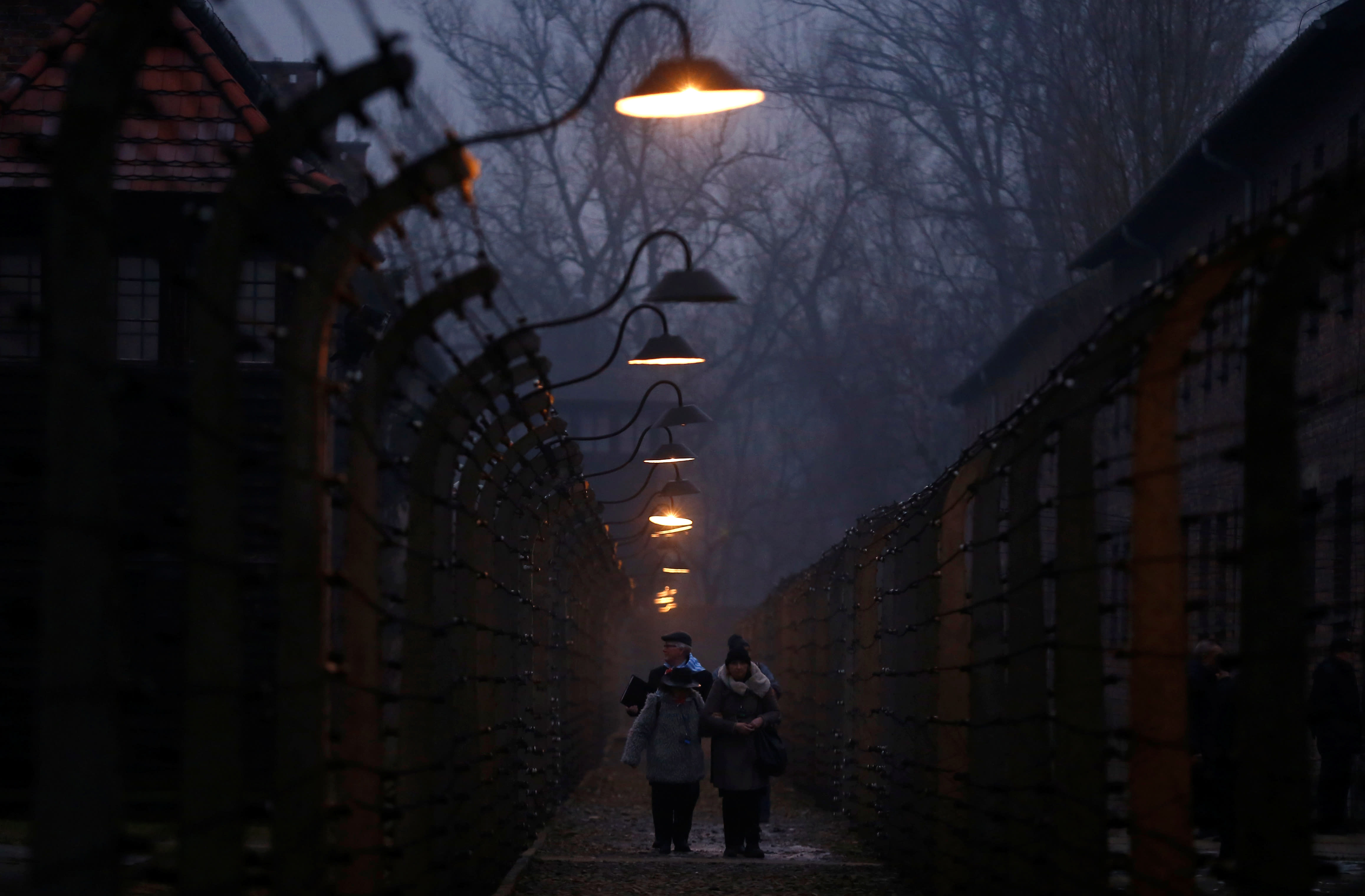 Survivors and guests walk inside the barbed wire fences at Auschwitz, during ceremonies marking the 73rd anniversary of the liberation of the camp, in Oswiecim, Poland, January 27, 2018. (REUTERS/KACPER PEMPEL)