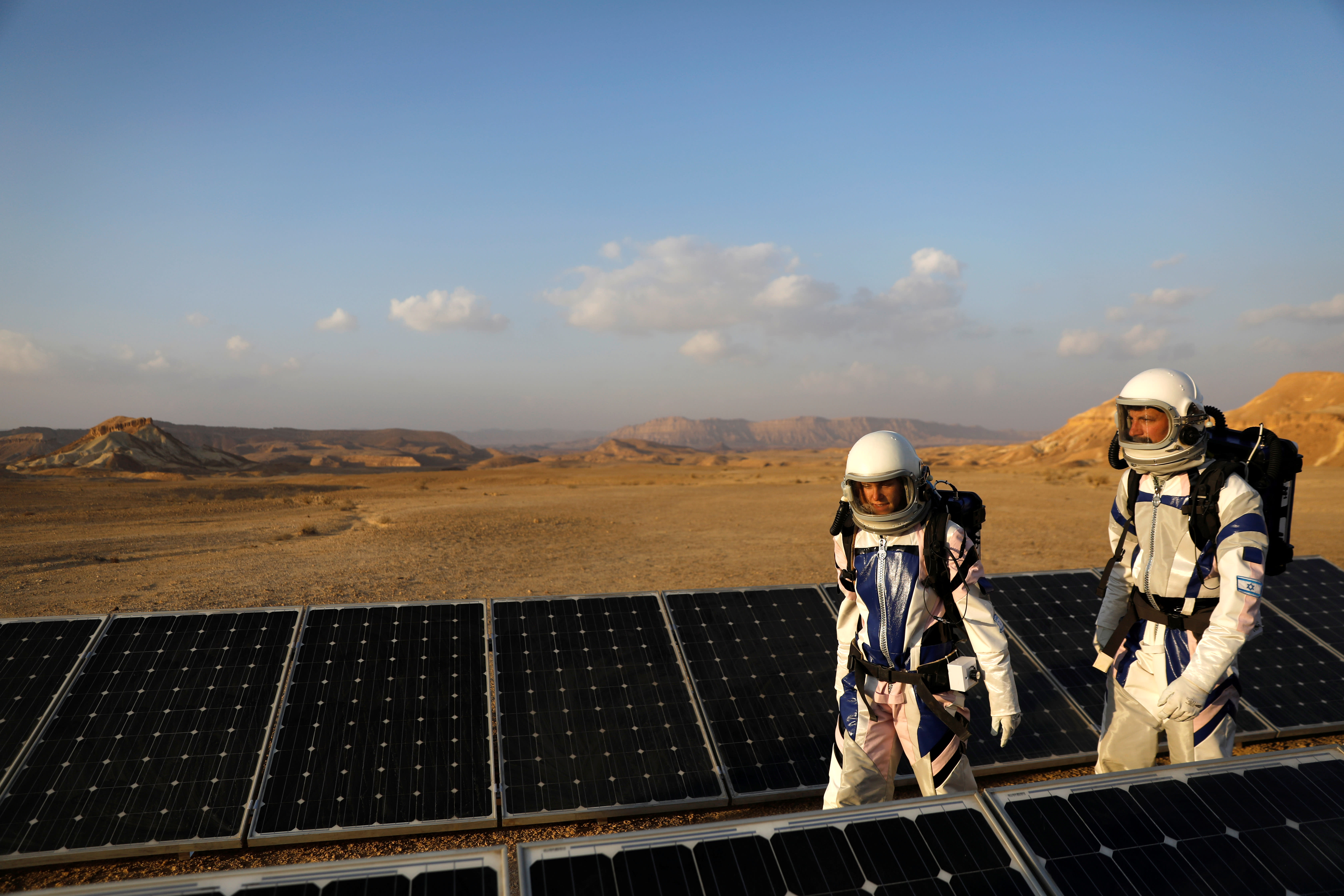 Israeli scientists participate in an experiment simulating a mission to Mars, at the D-MARS Desert Mars Analog Ramon Station project of Israel's Space Agency, Ministry of Science, near Mitzpe Ramon, Israel (RONEN ZVULUN/REUTERS)