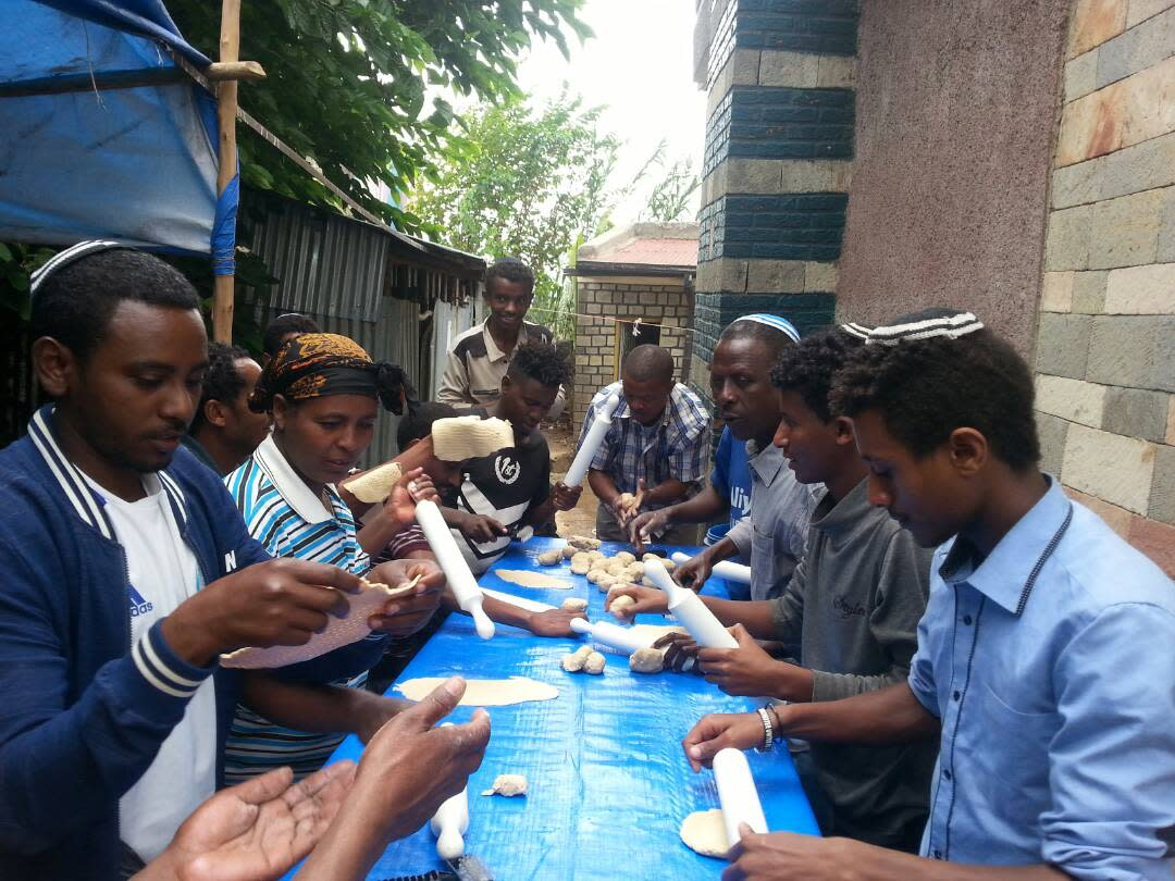 Ethiopian Jews prepare for Passover (STRUGGLE FOR ETHIOPIAN ALIYAH/PASSOVER).