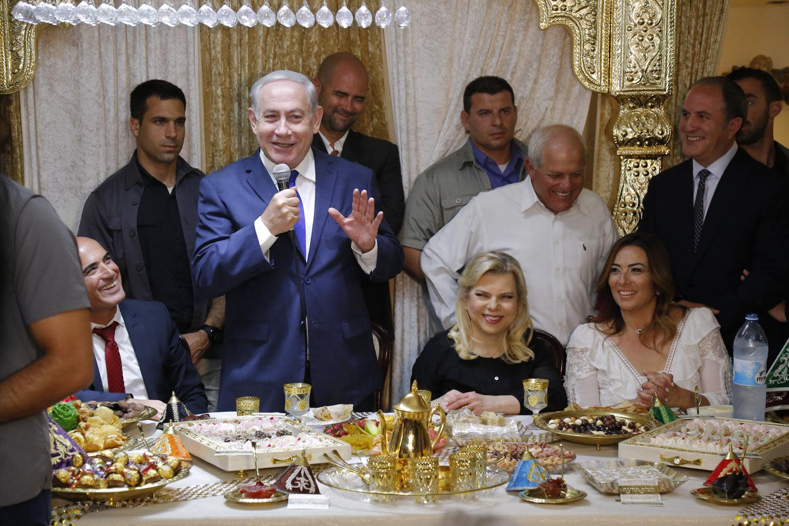 Prime Minister Benjamin Netanyahu and his wife Sara Netanyahu at the Mimouna celebration hosted by the Swissa family in Gan Yavne, April 2018 (Courtesy)