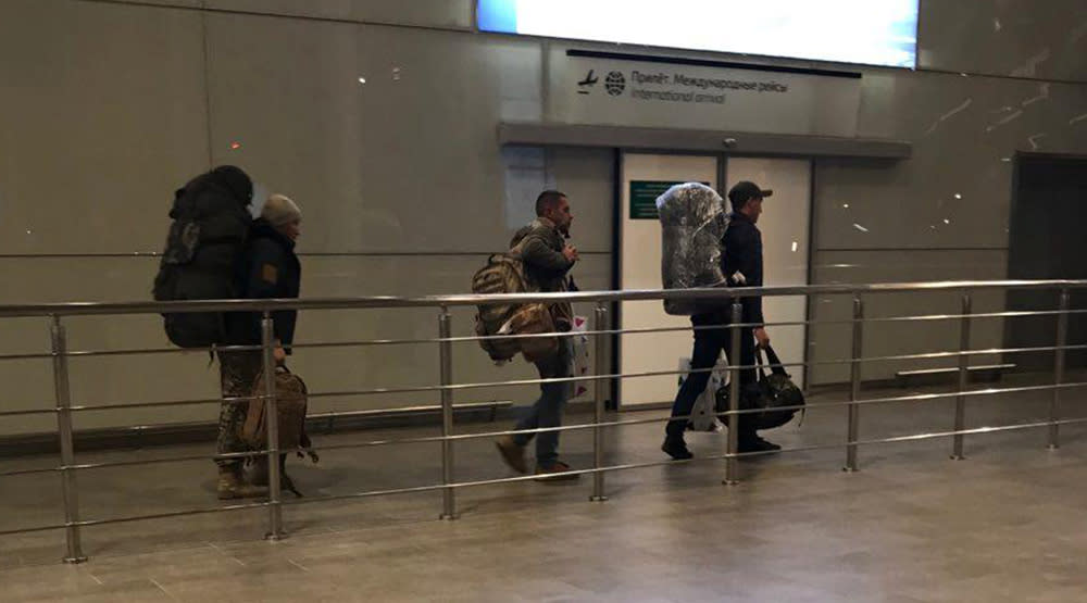 Unidentified men carrying camouflage rucksacks and Damascus Airport duty-free bags arrive from Syria at Rostov Airport in Russia, January 26, 2018 (REUTERS/STRINGER).