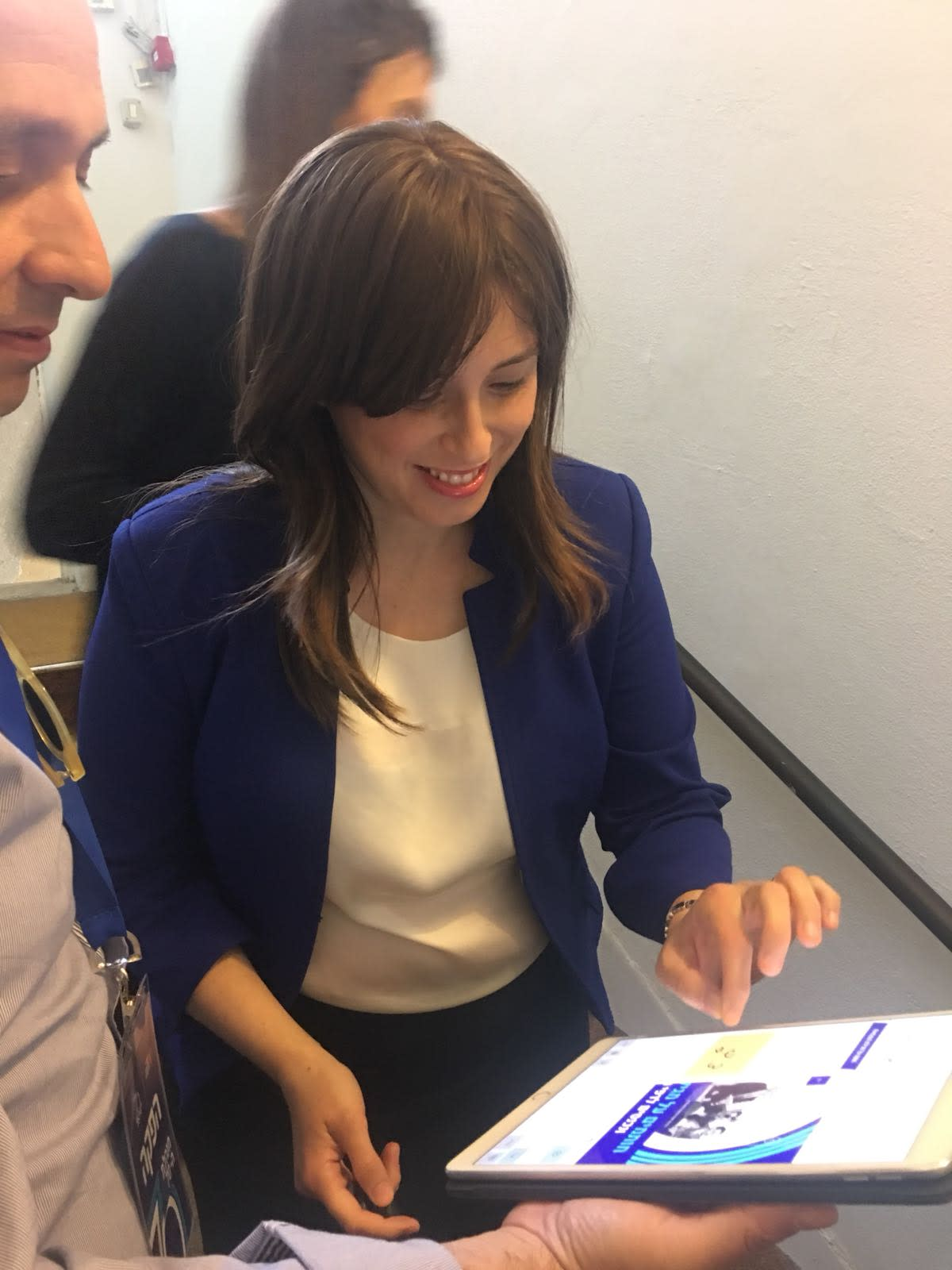Deputy Foreign Minister Tzipi Hotovely signing the digital declaration of independence at a special cabinet meeting at independence hall in Tel Aviv in honor of Israel's 70th Independence Day, April 2018 (YANIR COZIN / MAARIV)