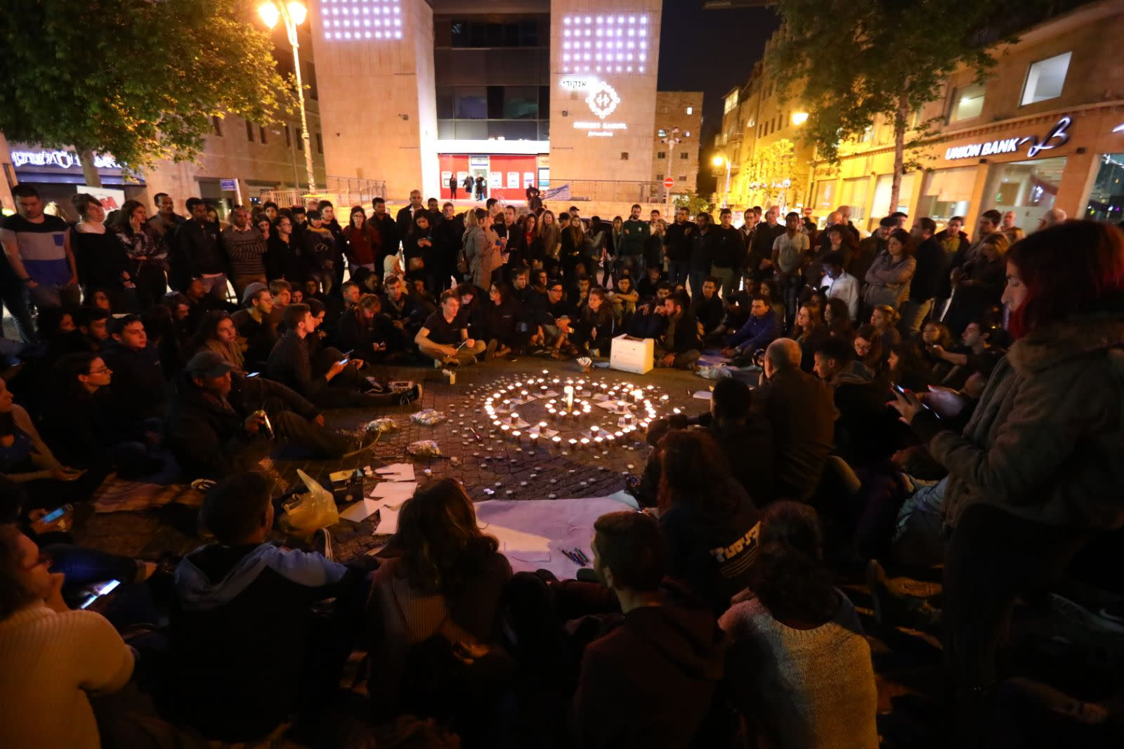 Hundreds of teenagers gathering in circles Jerusalem's Zion Square, in memory of those killed in the Tzafit canyon flood disaster. (YITZHAK KELMAN/TPS)