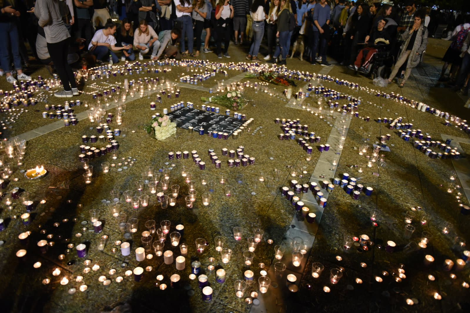 Hundreds of teenagers gathering in circles Tel Aviv's Rabin Square, in memory of those killed in the Tzafit canyon flood disaster. (KOBI RICHTER/TPS)