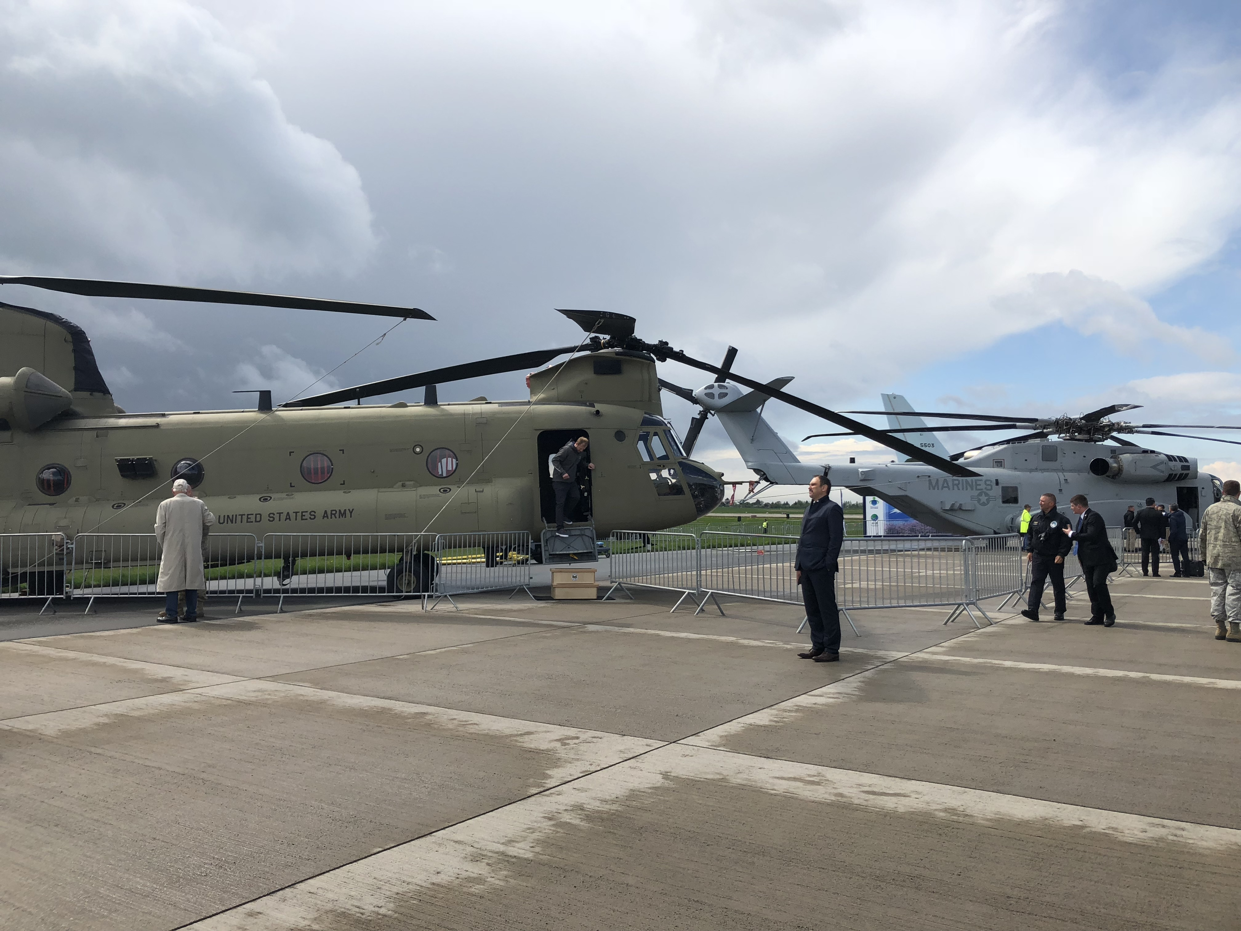 Boeing's Chinook Helicopter alongside the CH-53K (ANNA AHRONHEIM)
