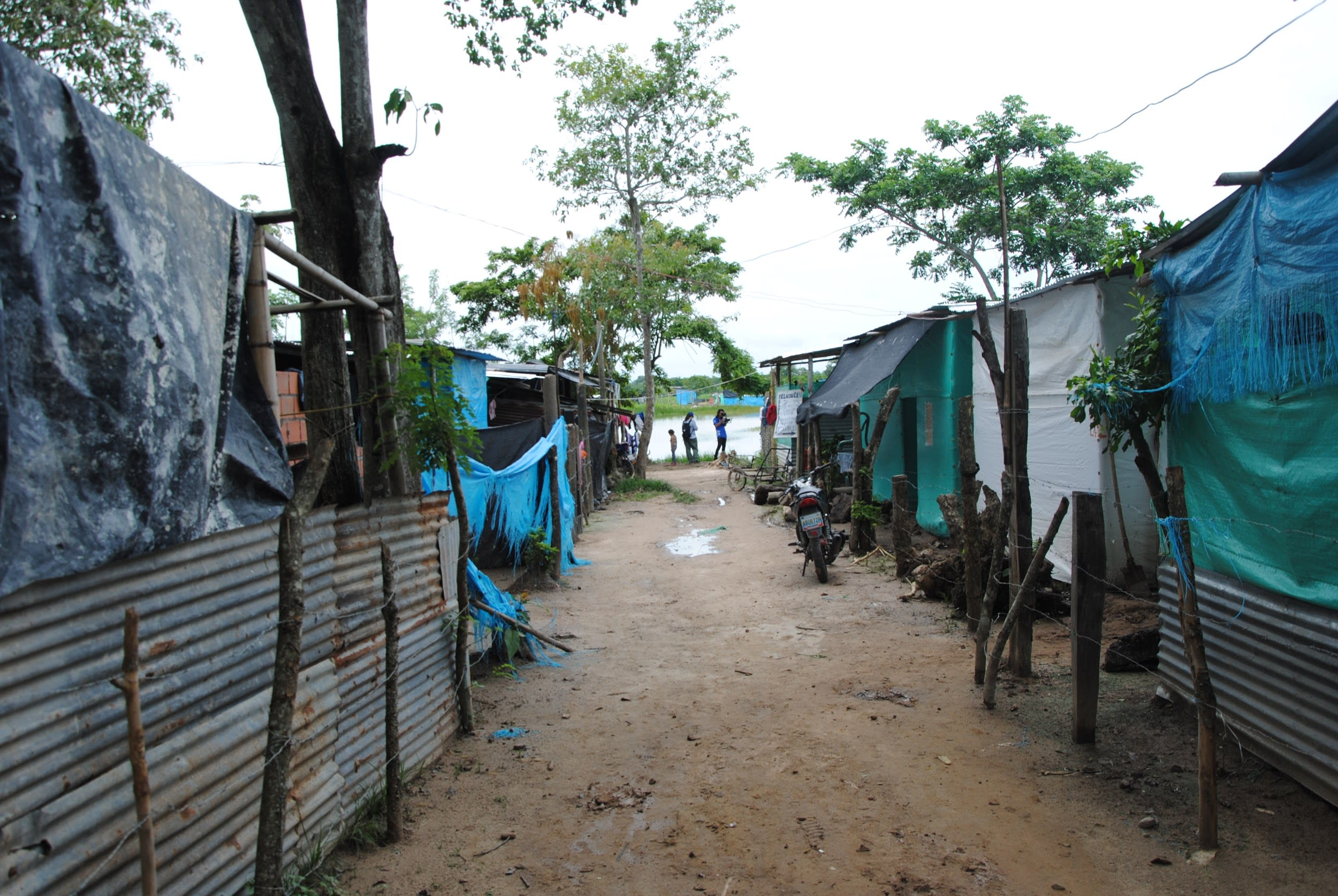 Makeshift houses built by immigrants in Colombia's Auraca region (CADENA)