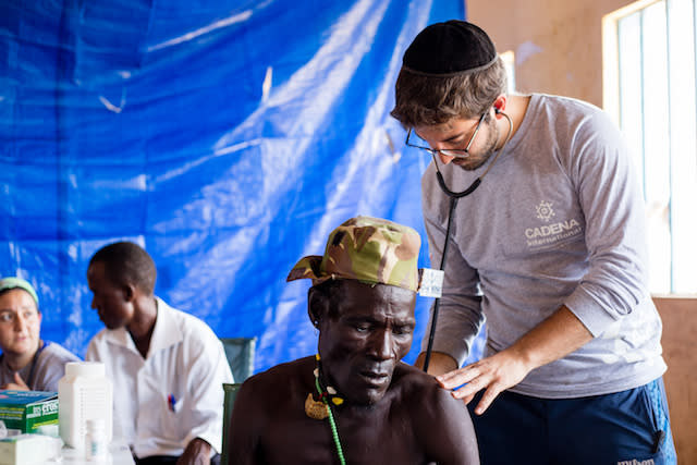 CADENA doctor provides aid to a man in the Turkana region in Kenya (CADENA)