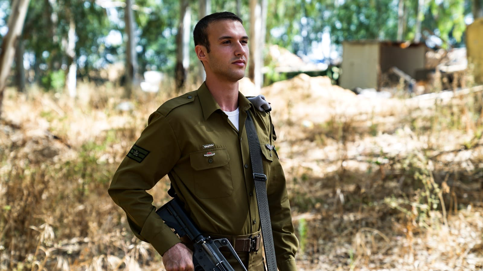 A soldier with his new pin and rank (COURTESY IDF SPOKEMAN'S OFFICE)