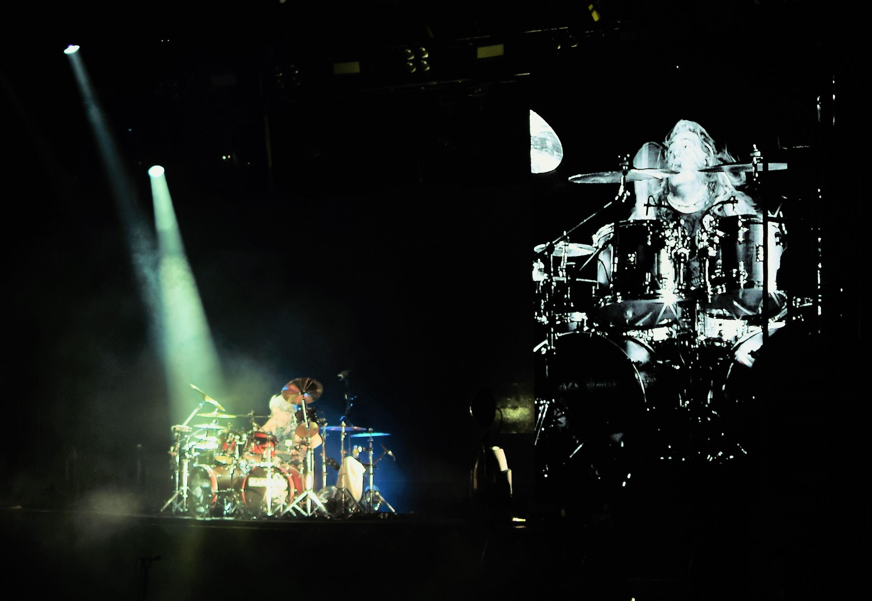 The Scorpions drummer Mikkey Dee performing a solo at Tel Aviv's Menora Mivtachim Arena, July 19 2018 (JULIANE HELMHOLD)