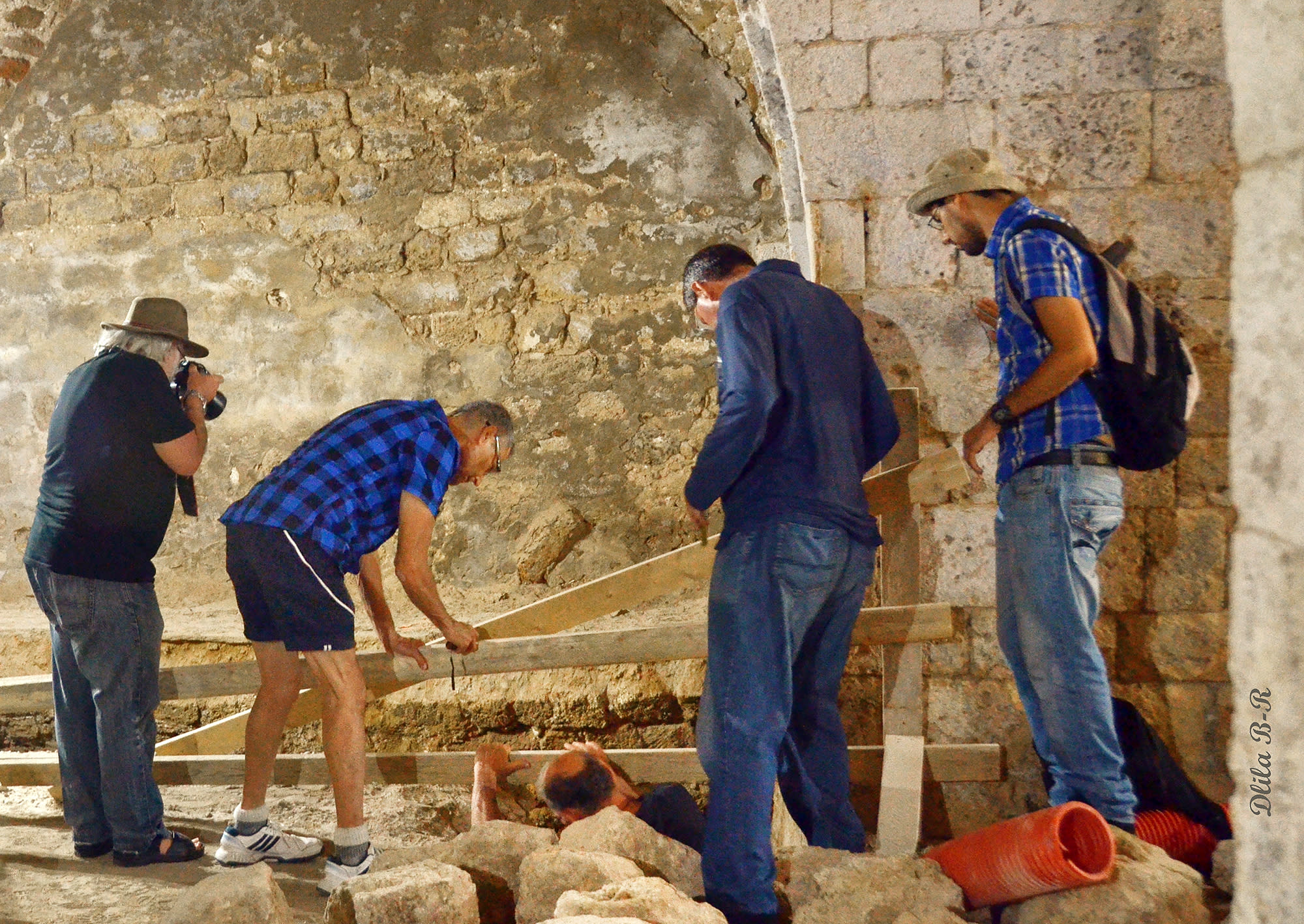 The archeologists and Geller observing the soap factory as it is being uncovered. (Dlila Bar-Ratson)