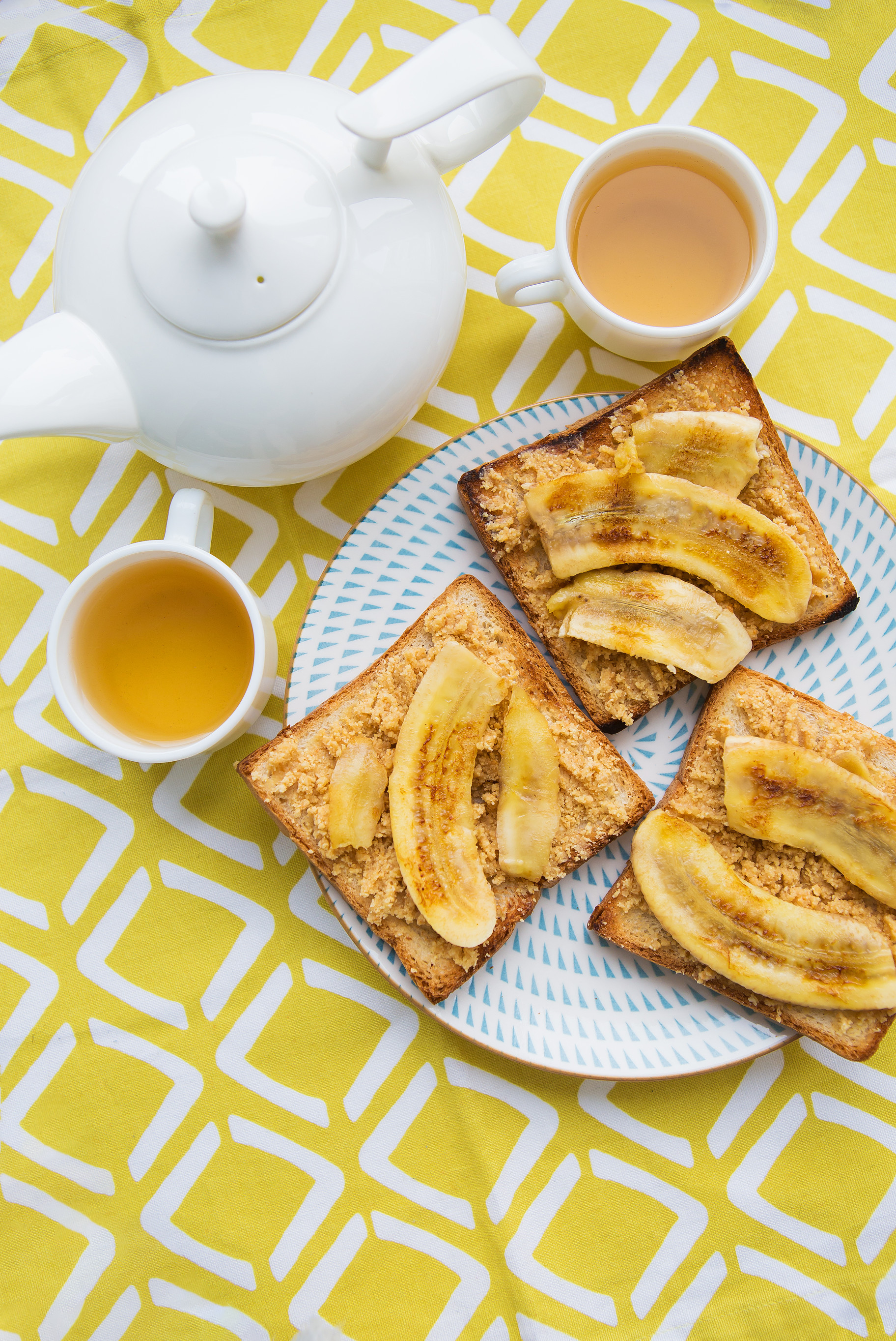 Toast with peanut butter and banana (Credit: Ingimage)