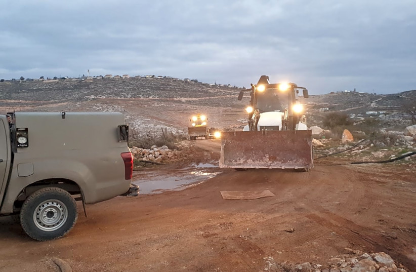 Border police forces reportedly on their way to the Kumi Ori outpost on the outskirts of the Yitzhar settlement to demolish two illegally built homes on January 15, 2020. (photo credit: HONENU)