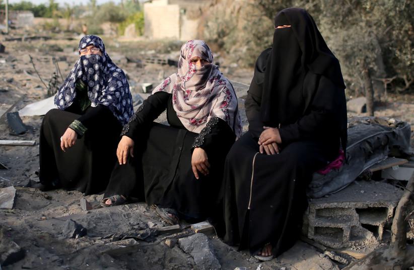 Women in Gaza find ways to cope with challenges, UNRWA study shows - Jerusalem Post