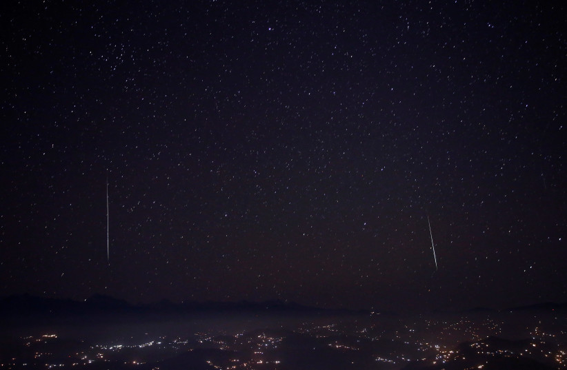 Geminid meteor shower to light up sky over weekend, moon to dim show - Jerusalem Post