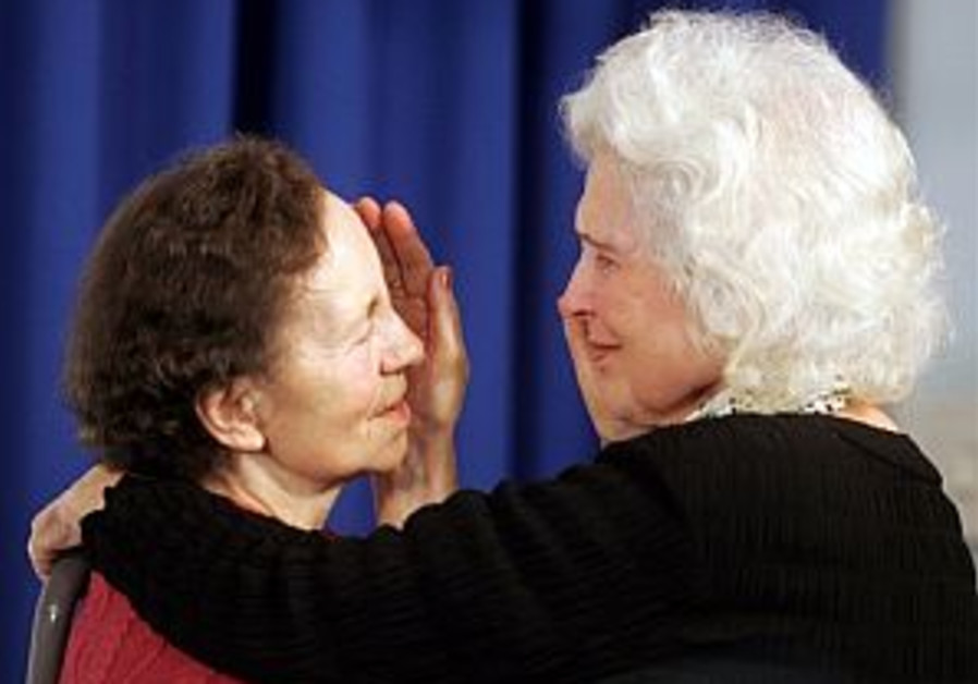 Holocaust survivor reunites with family who sheltered her