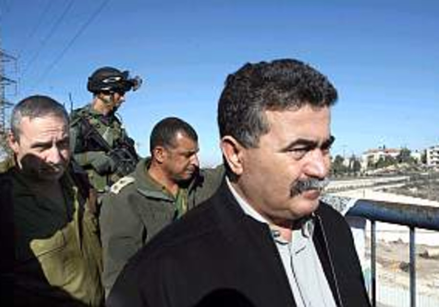 Peretz calls for change on Palestinians