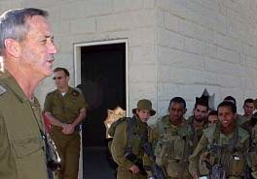 Benny Gantz with troops 298
