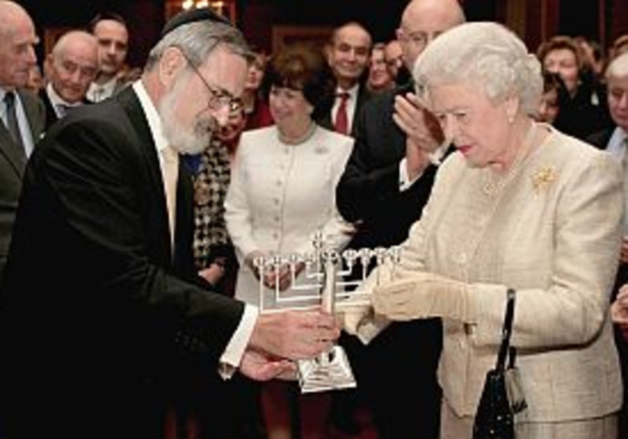 Queen celebrates anniversary with British Jews