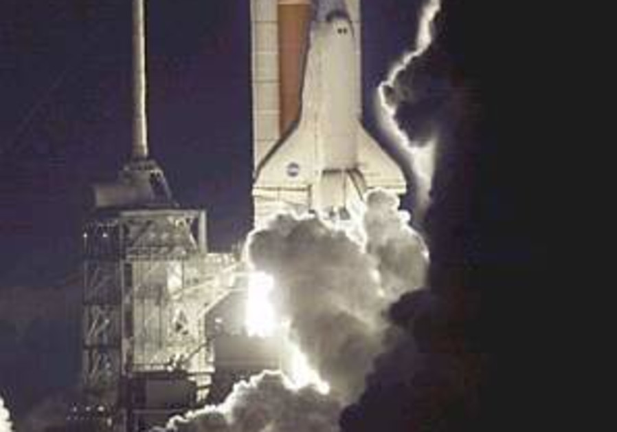 Discovery lifts off for first night launch in 4 years