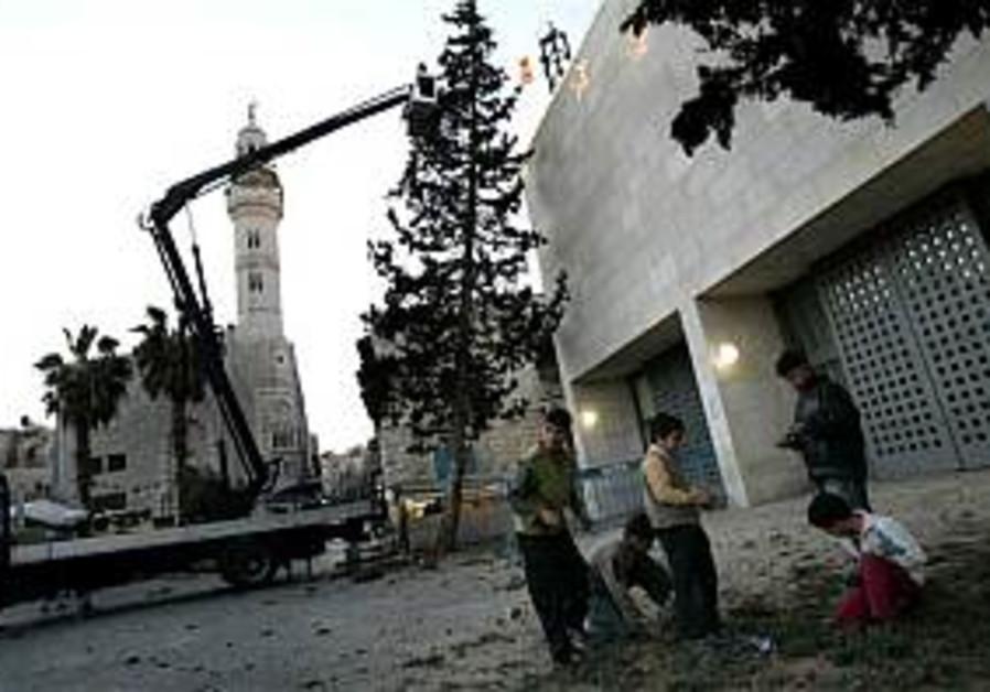 Hamas gov't to dress up Bethlehem for Christmas
