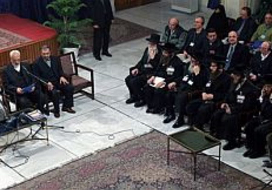 ahmadinejad and rabbis at holocaust conferennce 29