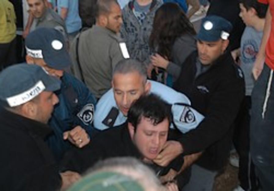 settlers border police clash tzofim 298.