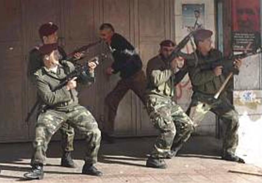 Report: 'Israel considers aiding Fatah'