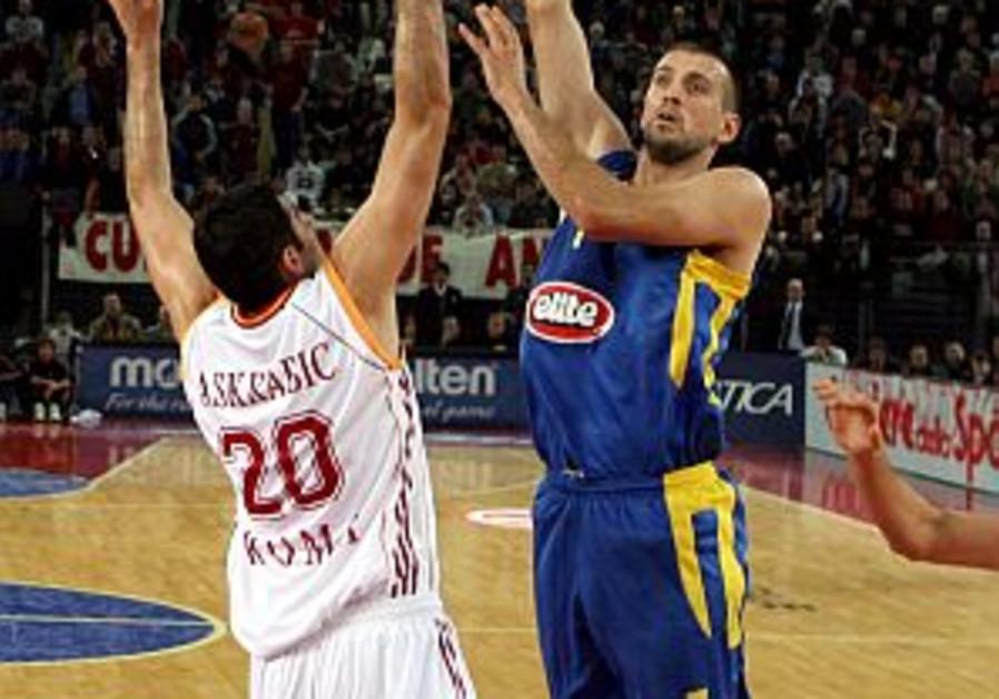 Euroleague: MVP effort from Vujcic not enough in Rome