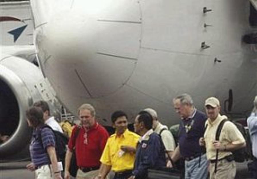 US to help probe apparent crash of Indonesian jetliner