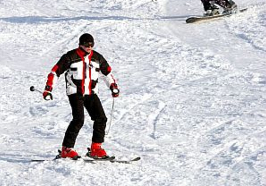 Stretch before skiing, doctor warns