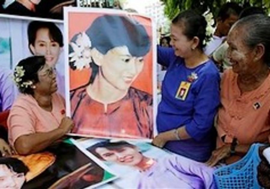 Aung San Suu Kyi Posters 248.88 ap