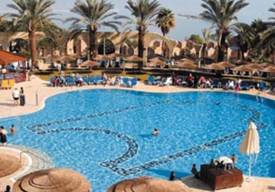 dan hotel pool 88 298