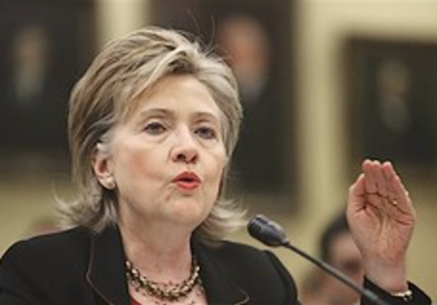 Clinton 'US to push for stricter Iran sanctions'