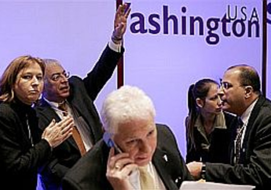 Abbas and Livni meet in Davos