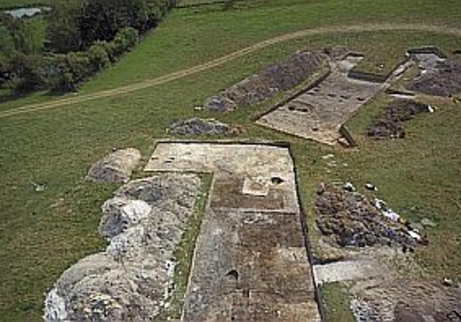 Village unearthed near Stonehenge