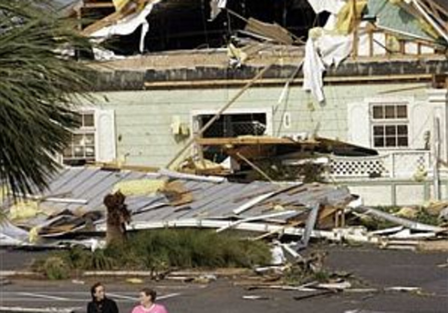 14 dead as thunderstorms, tornadoes tear through Florida