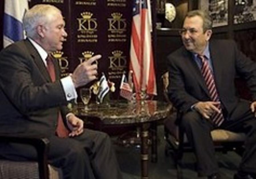 US Defense Secretary Robert Gates, left, shakes ha