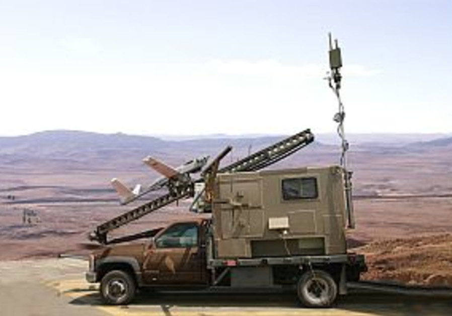 Israeli defense companies show wares at Indian air show