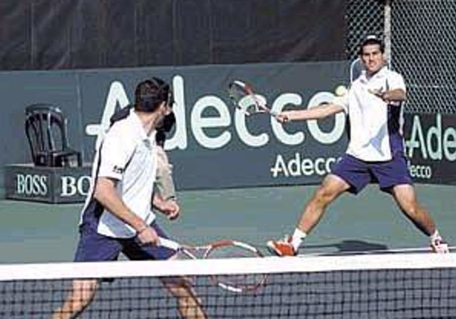 Tennis: Israel advances in Davis Cup play