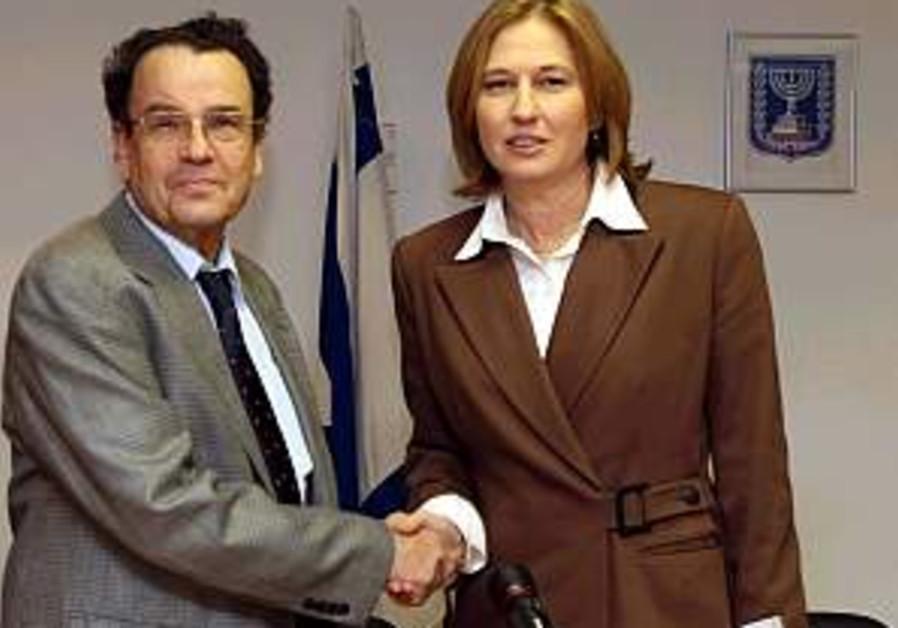 Livni defends Friedmann - who focuses on reforms