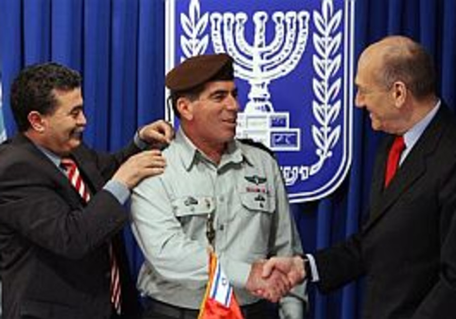 Ashkenazi and security officials briefed on PA, n. border