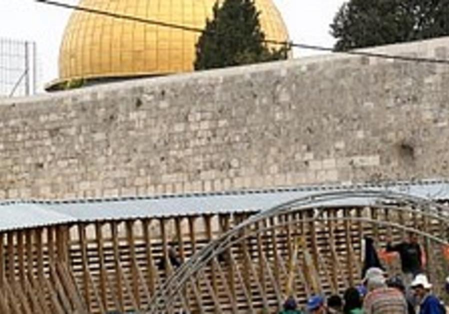 Turkish team: Israel destroying Muslim artifacts