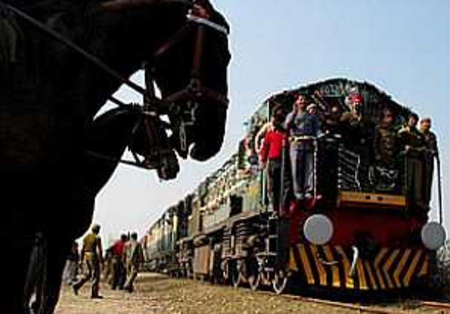 Musharraf: Train attack must not disrupt peace process