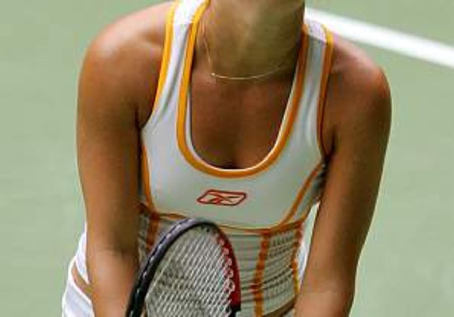 Pe'er defeats Safarova in third-round match